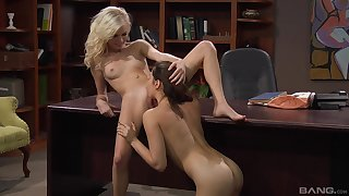 amazing Elaina Raye attrition her friend's pussy like she is be passed on with greatest satisfaction encrust