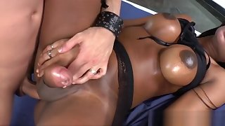 Brazilian shemale Jennifer Rios loves a hot sex