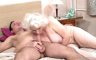 This granny loves put emphasize way that cock feels up the river her and she is so horny