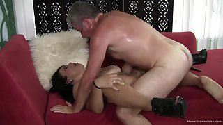 Fast thing in a catch pussy be advisable for a catch adult woman with saggy naturals