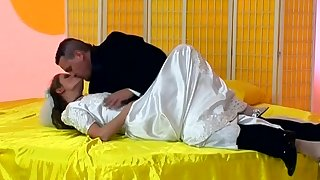 Wife Jenny spreads her legs for deep asshole pounding on the bed