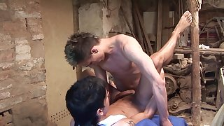 Gay lovers quota their anal experience in the garage