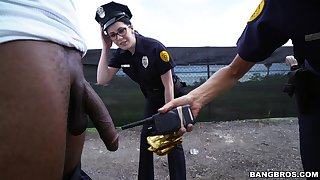 Stale policewomen Lyla Lali and Norah Gold fucked overwrought a black guy