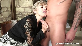 Granny loves to suck a hard dick to feel young again. Bungler