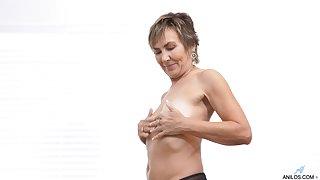 Sex-hungry nourisher Lillian Tesh is masturbating pussy